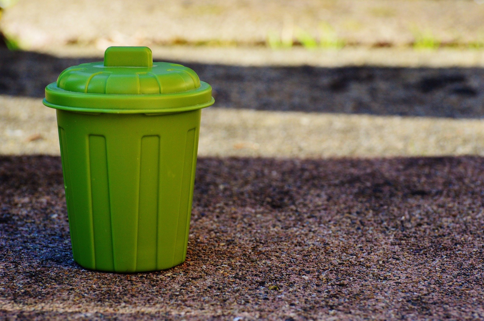 garbage-can-1111448_1920